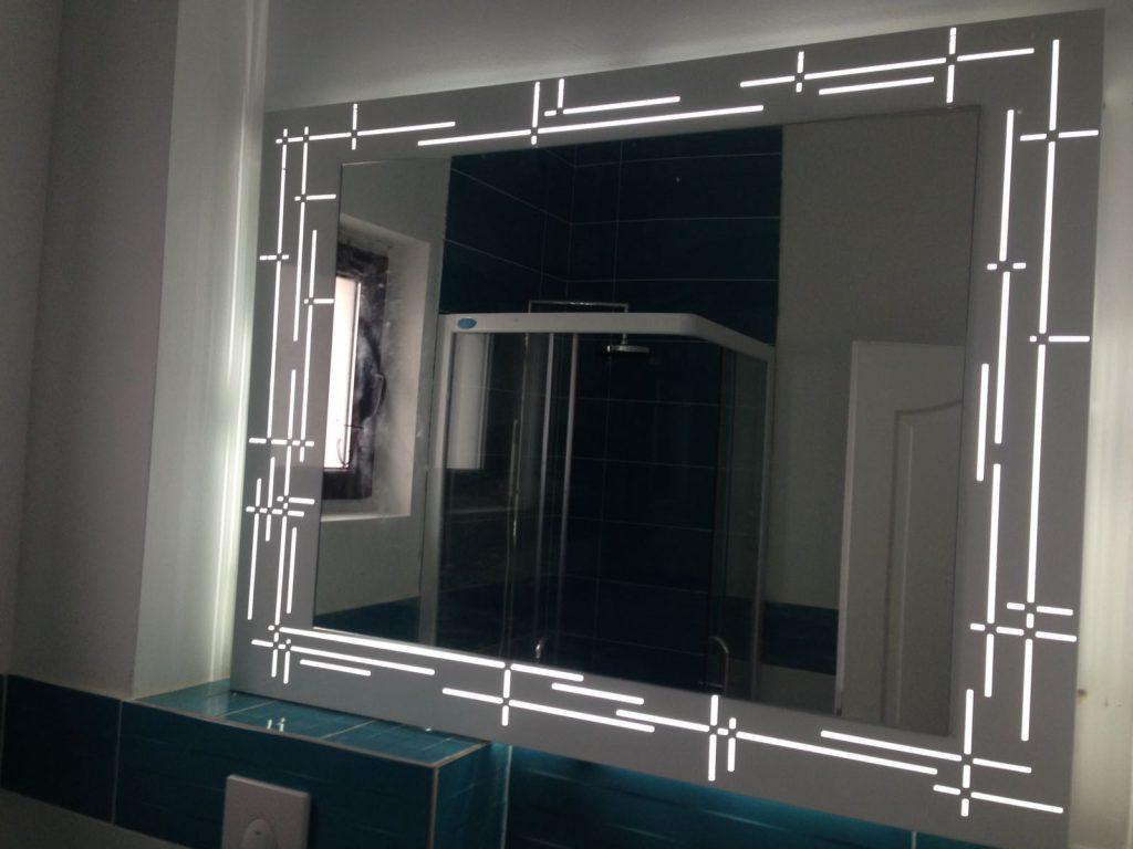 Suport luminos oglinda